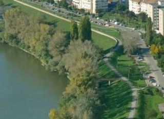 Zid de apărare de sticlă împotriva inundaţiilor, construit în municipiul Arad