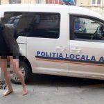Un tânăr a alergat în pielea goală prin Arad. A fost dus la Psihiatrie
