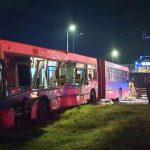 UPDATE Autobuz cu muncitori din Zona Industrială Vest, lovit de un autotren