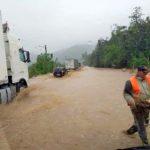 Inundații în județul Arad. Trafic blocat pe DN 7, în zona Lipova