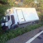 O autoutilitară s-a răsturnat pe DN 7. Șoferul era sub influența băuturilor alcoolice
