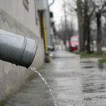 Nemulţumiri. Firmelor din Arad li s-a impus să plătească apa de ploaie