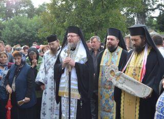 Procesiunea Drumul Crucii la Mănăstirea Hodoş-Bodrog, în ajunul praznicului Adormirea Maicii Domnului