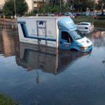 Fotografia zilei. A plouat în Arad, pasajul Micălaca inundat din nou