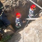 UPDATE 3 Un mal de pământ s-a prăbuşit peste un muncitor care lucra la o reţea de canalizare