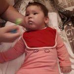 Diagnosticată cu paralizie cerebrală la doar 1 an. Un simplu SMS o poate ajuta pe Anastasia