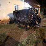 Un mort şi trei răniţi, după ce o maşină condusă de un şofer beat a intrat într-o casă