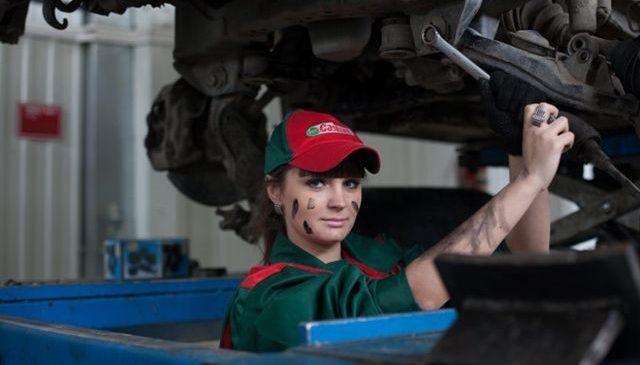 INTRETINEREA MASINII: Cat de des trebuie facut schimbul de ulei al cutiei de viteze?