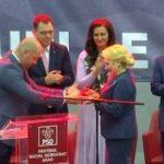 Viorica Dăncilă a primit cadou o sabie de samurai, din partea PSD Arad