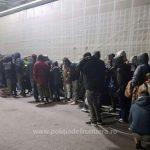 48 de migranți, găsiți ascunşi în remorca unui automarfar, la PTF Nădlac