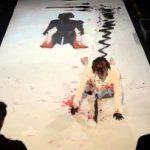 Pictură realizată prin dans și teatru la Galeria Delta. Evenimentul are caracter caritabil