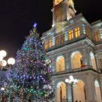 Au fost aprinse luminițele în bradul de Crăciun din centrul Aradului
