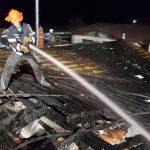 Incendiu în Cartierul Verde. Pompierii au folosit apa dintr-o piscină la intervenție