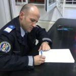O borsetă cu bani și carduri bancare a fost găsită de jandarmi și restituită proprietarului