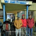 Migranți călăuziţi de un român,reținuți la Vărșand