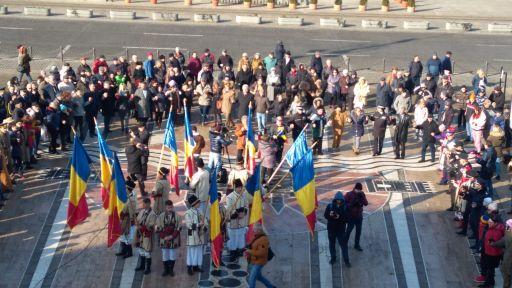 Ziua Unirii Principatelor Române, sărbătorită la Arad. Hora Unirii, pe platoul din fața Palatului Administrativ