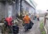Acțiuni de salubrizare efectuate de persoane asistate social, în mai multe zone din Arad