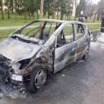 Un autoturism Mercedes a luat foc în timpul mersului, în Ineu