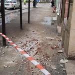 Continuă să cadă tencuiala de pe clădirile din centrul Aradului