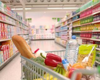 Peste 80% dintre români aruncă mâncare. Fructele, legumele şi pâinea, alimentele risipite în cea mai mare proporţie