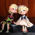 Actorii Trupei Marionete joacă în luna august 11 spectacole în aer liber, în Arad. PROGRAM