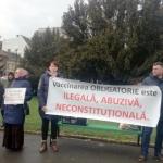 """Protest împotriva obligativității vaccinării copiilor. """"Copiii noștri nu sunt cobaii voștri"""""""