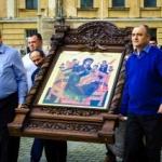 Procesiune cu sfinte moaște și icoane în municipiul Arad