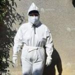 Cadre medicale de la Spitalul Județean Arad îşi confecţionează echipamente de protecţie