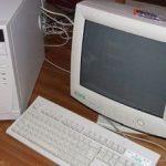 Computere ale instanţelor arădene, recondiţionate şi donate unor şcoli