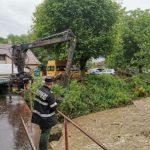 Localităţi din județul Arad, afectate de ploile torenţiale. Au intervenit pompierii