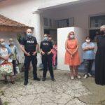 """Poliţiştii arădeni au donat produse alimentare şi legume pentru Cantina socială """"Sf. Ierarh Nicolae"""""""