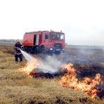 Fermierii care ard miriştile riscă reducerea subvenţiilor sau excluderea de la plată