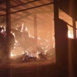 Incendiu la un depozit de baloți de fân din Iratoșu