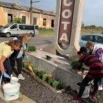 Primarul din Pâncota şi-a scos funcţionarii la îngrijirea spaţiilor verzi, în timpul unei pene de curent