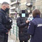 Femeie confirmată cu COVID-19, depistată de jandarmi într-o stație de tramvai din Arad