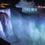 1 Decembrie. Cascada Niagara, iluminată în culorile drapelului românesc
