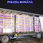 Peste 100.000 de pachete de ţigări, descoperite într-un TIR la Nădlac