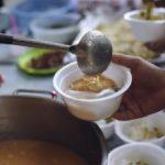 100 de porții de mâncare oferite, zilnic, persoanelor fără adăpost din Arad