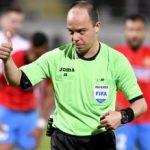 Marius Avram arbitrează meciul UTA – Universitatea Craiova