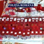 Percheziții la Sântana. Țigări și materiale pirotehnice, confiscate de polițiști