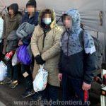 Migranţi găsiţi ascunşi în trei camioane la frontiera cu Ungaria