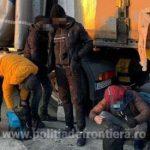 Migranţi prinşi încercând să iasă ilegal din ţară pe jos sau ascunşi în camioane de marfă