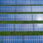Iată cum poți să instalezi panouri fotovoltaice prin fonduri nerambursabile pentru stația de încărcare electrică de la hotelul tău!