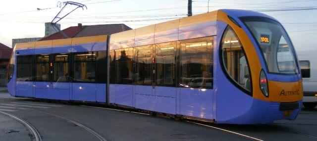 Primarul Capitalei a semnat contractul cu Astra Vagoane Arad pentru furnizarea a 100 de tramvaie