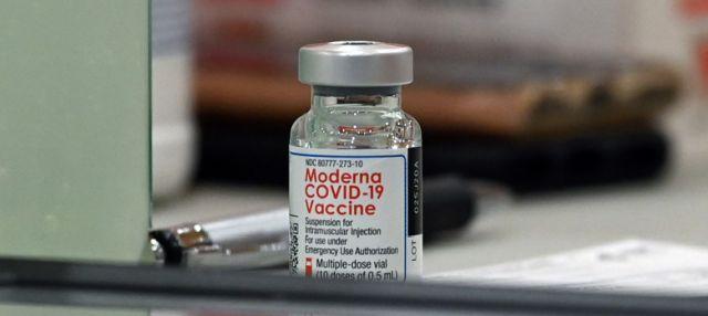 Prospectul vaccinului Moderna, autorizat condiţionat în UE; reacţii adverse posibile