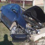 Arădean rănit după ce a intrat cu mașina într-un cap de pod, la Covăsânț