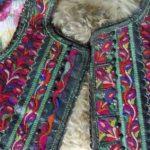 Costume populare vechi, furate dintr-o casă bătrânească din Roșia-Nouă