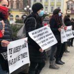 Manifestaţie de comemorare a victimelor COVID-19 cu participarea rudelor unor decedaţi