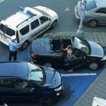 Șoferi amendați. Și-au parcat mașinile pe locurile rezervate persoanelor cu handicap