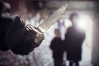 Doi soți din Lipova, amenințati în propria casă de un cioban cu un cuțit